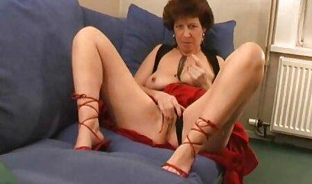 Die vollbusige Dame seift sich ein und vergnügt porno iphone free sich