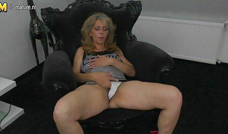 Die blonde Abschlussballkönigin sitzt auf dem Gesicht einer lesbischen free porno schwanger Freundin im Schlafzimmer