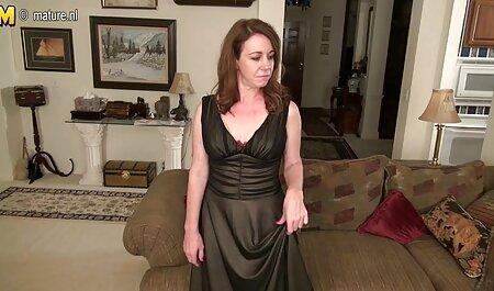 Die sexy Rothaarige Lyen Parker liebt es, sich pornofilme kostenlos sehen auszuziehen und für die Kamera zu spielen