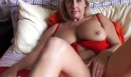 Brünette mit großem Arsch gibt sexfime de ihrem Chef ihre Füße