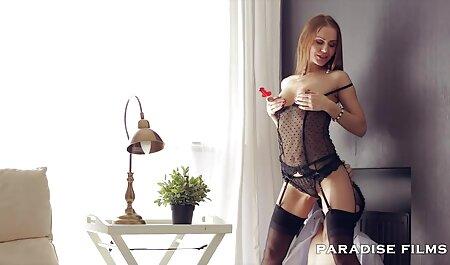 Eleanor streckt ihren pornofilm gruppensex engen Arsch
