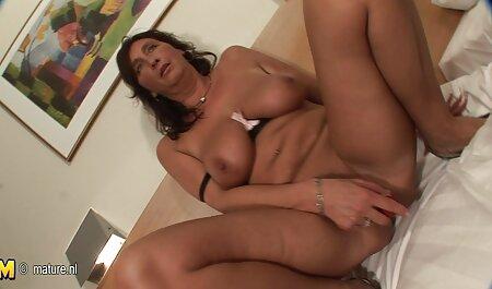 Lily Carter wird von ihrem Masseur eingeölt und in den porno free xxxl Arsch gefickt