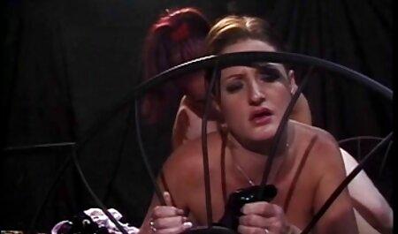Dunkelhaarige Süße genießt Sex im Freien deutschsprachige pornofilme gratis