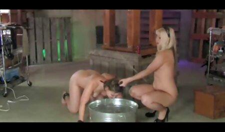 Flexibler Turner wird auf kostenlose erotikfilme reife frauen der Couch gefickt und abspritzt