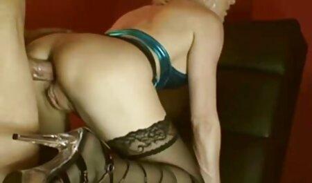 Der italienische porno gratis süße braune Teen Sydnee Taylor saugt eifrig einen Schwanz