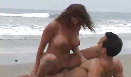Kleine Titten Hure gefesselt und kostenlose legale pornos erfreut von ihrem Meister